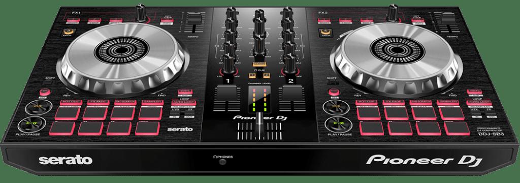 De SB3 DJ controller in bovenaanzicht van vooraf